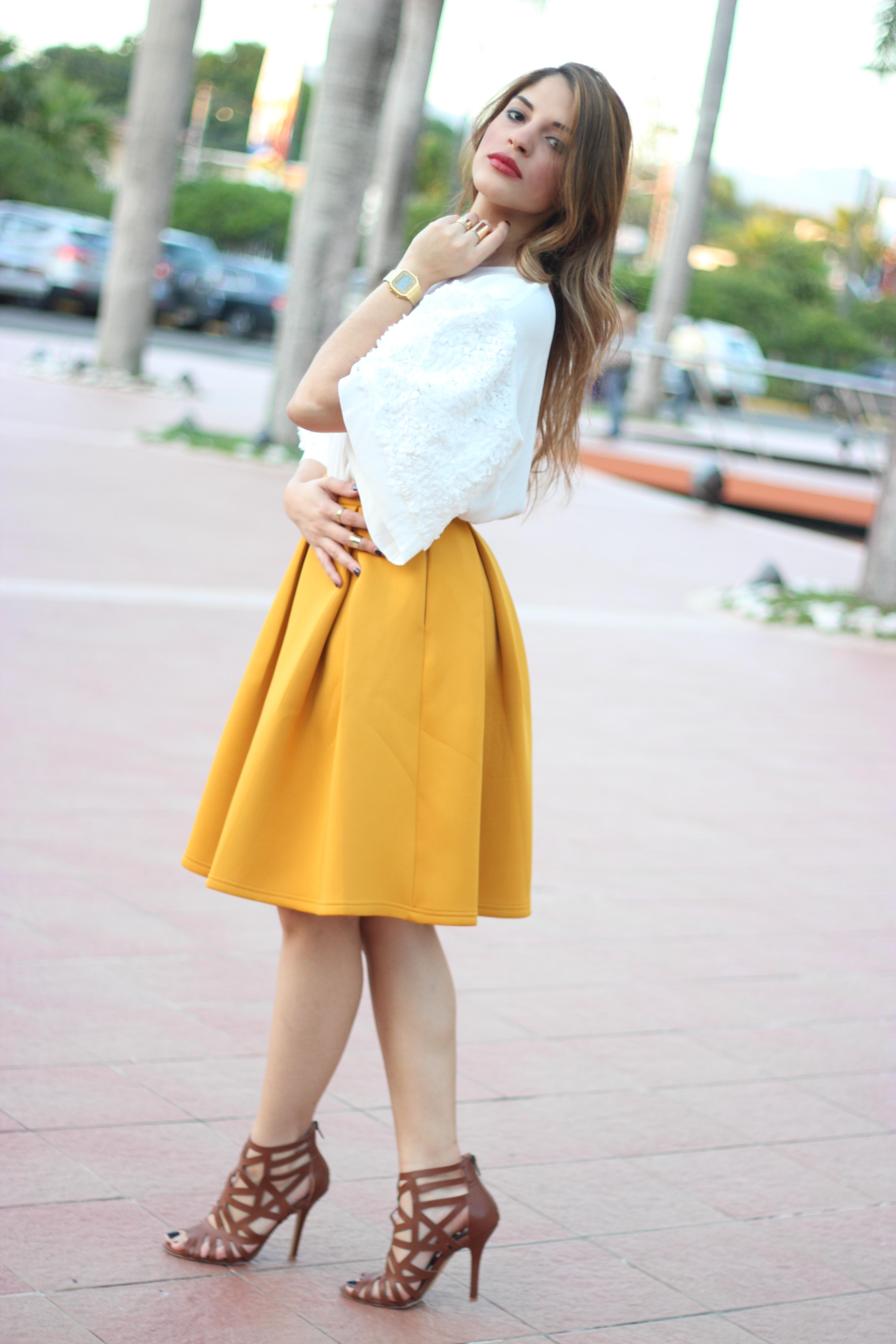 Combinar Y Zapatos Falda Que Con Mostaza Una